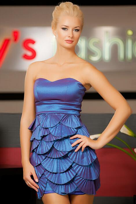 Платье за 2440 руб.